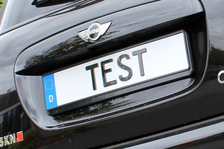 Test: 3D Kennzeichen aus Kunststoff für PKW und Motorräder